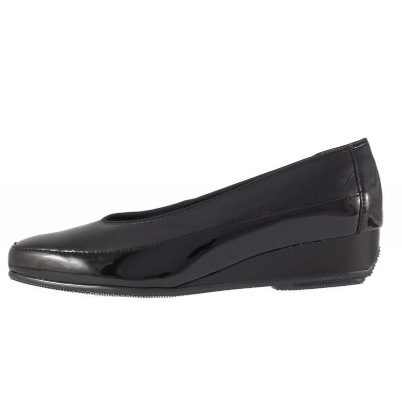 Дамски кожени обувки с платформа Ara черни