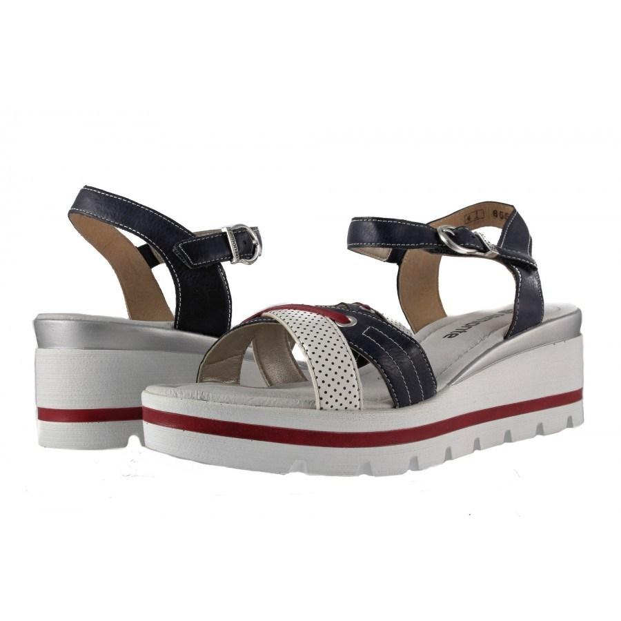 Дамски сандали на платформа Remonte бели