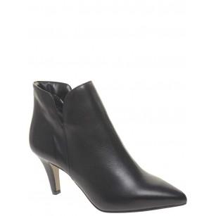 Елегантни дамски боти с тънък ток Tamaris черна кожа 25011003