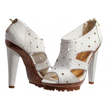 Дамски елегантни сандали Carrano бели естествена кожа