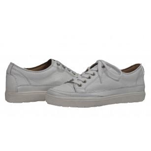 Дамски спортни обувки еленска кожа бели с връзки Caprice