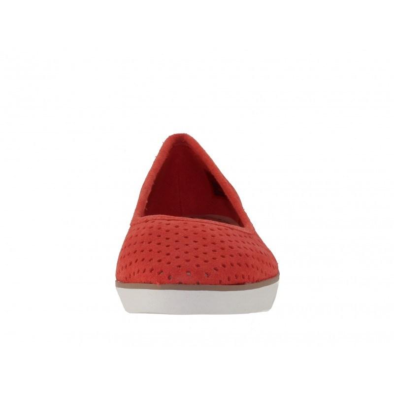 Дамски перфорирани равни обувки Clarks Evie Buzz корал естествена кожа