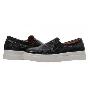 Дамски спортни обувки без връзки XCESS черни лак
