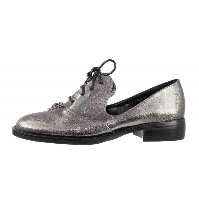 Дамски сребристи обувки с брошка сребристи