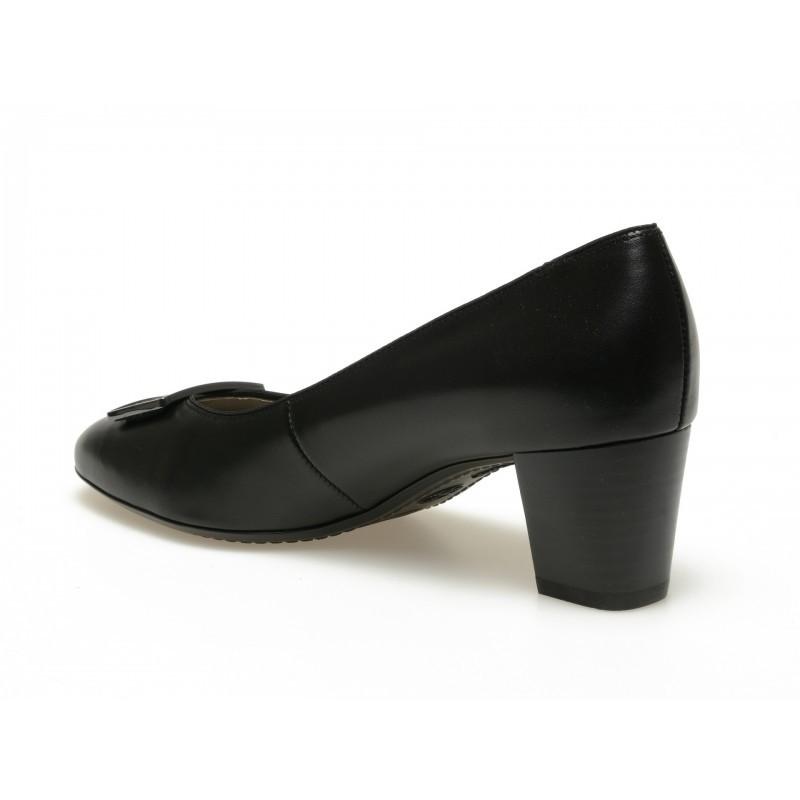 Дамски лачени обувки от естествена кожа на среден ток Ara черни