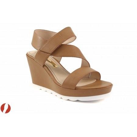 Дамски сандали на платформа Tamaris кафяви 28395375