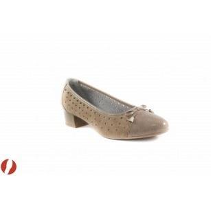 Дамски обувки на среден ток бежови/лак Caprice 22410261